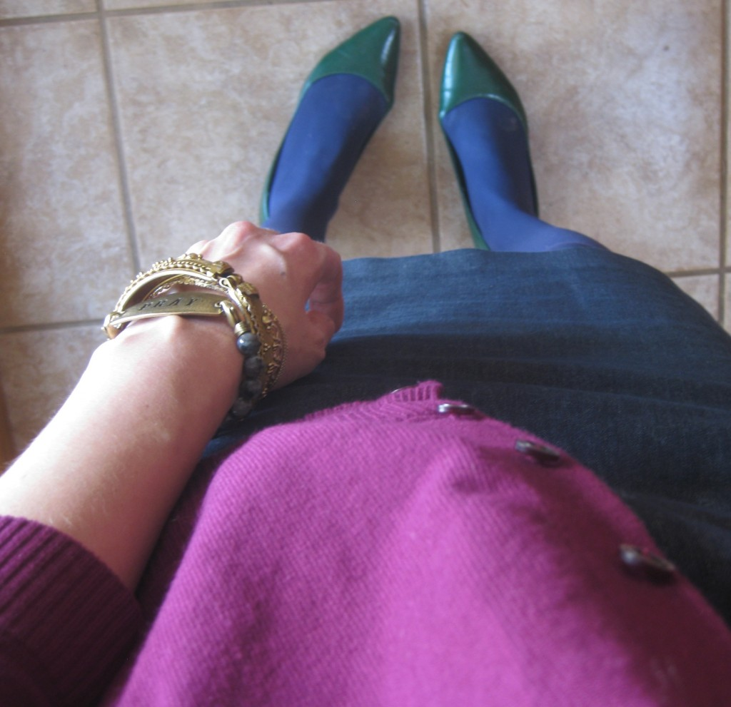 Green shoes instead of something neutral or matchy added interest.