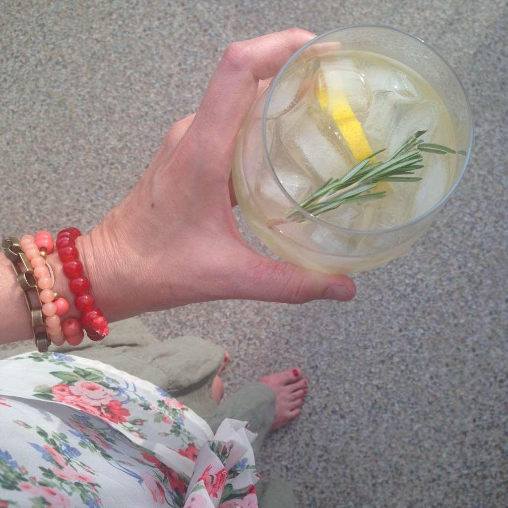 My latest favourite cocktail - the Rosemary Gin Fizz!  Delicious and pretty!