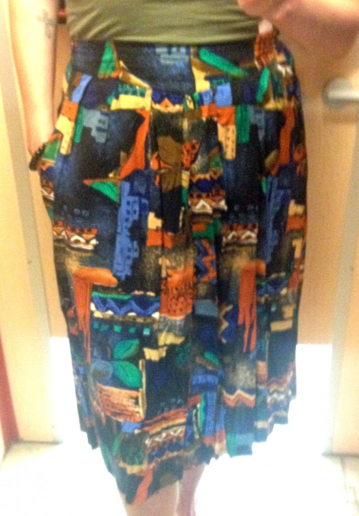 Another vintage skirt with pockets... WHY DIDN'T I GET THIS?!!  Thrifting regret.