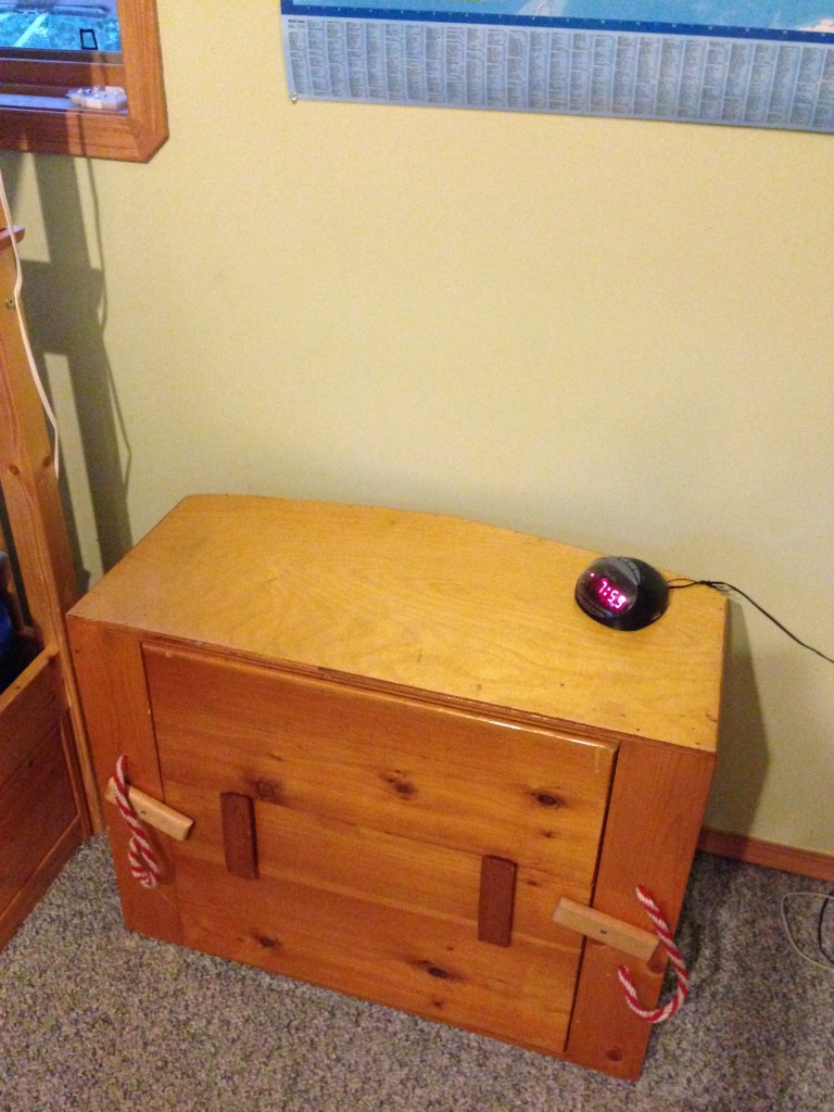 I can see the bedside table!!