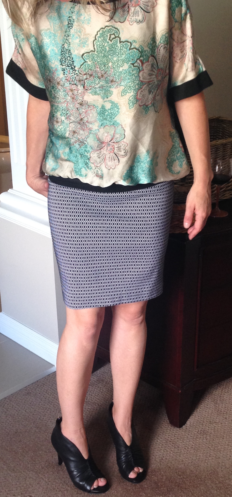 This top doesn't have white in it but it still works... why?  Because the skirt is a neutral.