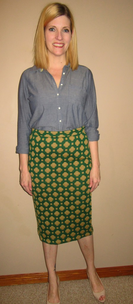 I'm also a sucker for anything Anthropologie thrifted and anything green and any comfy skirt so OF COURSE I *had* to have this Charlie & Robin tile quilted pencil skirt for $7.