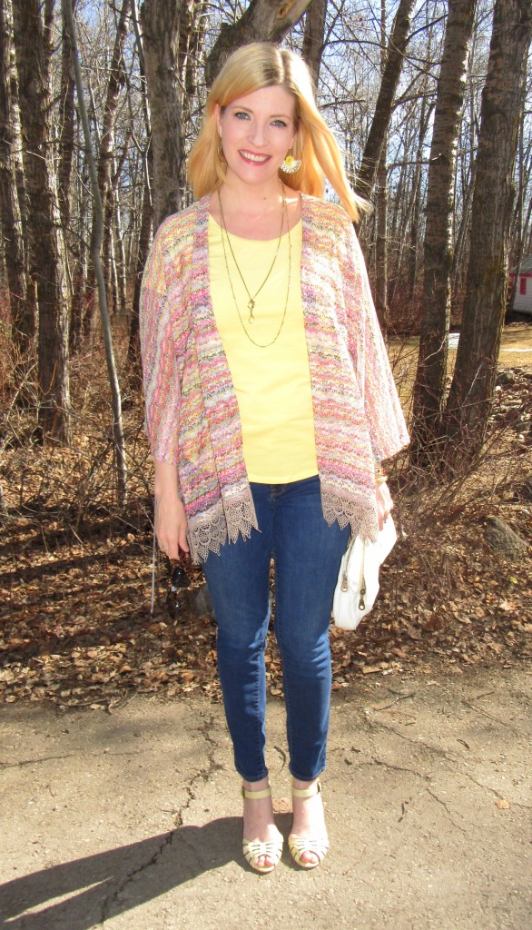 This time with my yellow tee $4, denim $4.90, Miz Mooz shoes $9.80, Matt&Nat bag $9.10, earrings $3 and necklace $4.