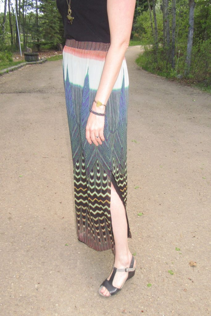 I LOVE the colours and print of this skirt!
