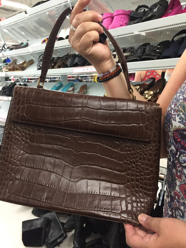Shannon found this gorgeous Holt's leather bag!  Love!