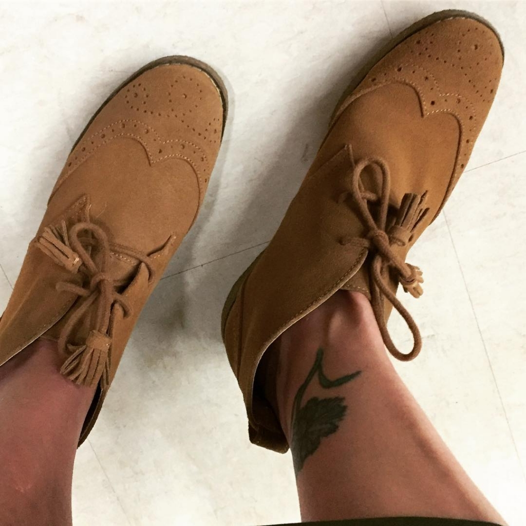 Lands End desert boots in new condition for $16 that I CAN wear right now!! Had to happen.