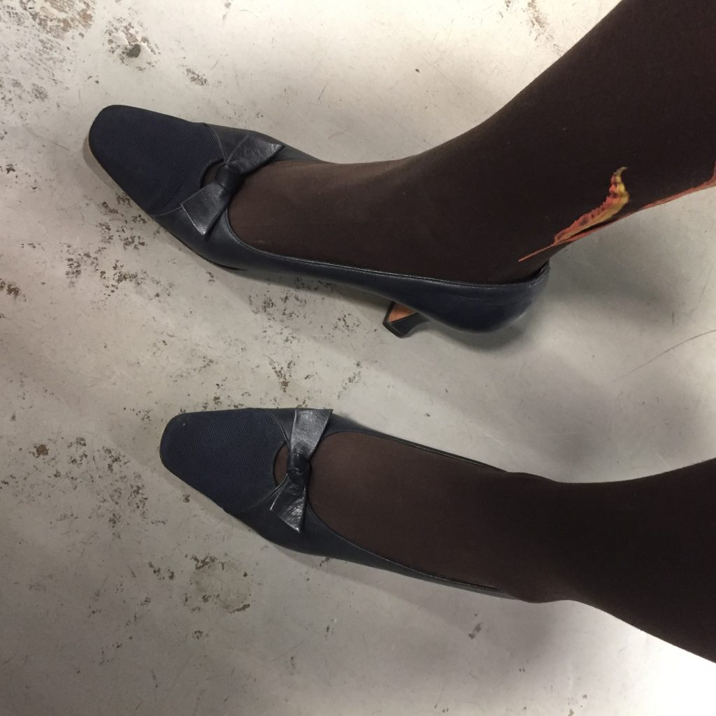 I have also been hunting for a pair of navy pumps...